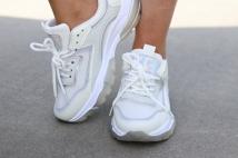 sneaker silver white