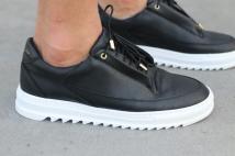 sneaker full black
