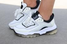 sneaker white black