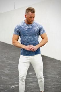 t-shirt blue jeans
